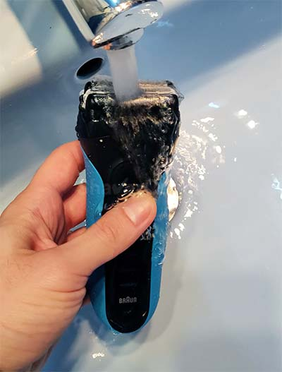 Cleaning a Series 3 shaver with tap water.