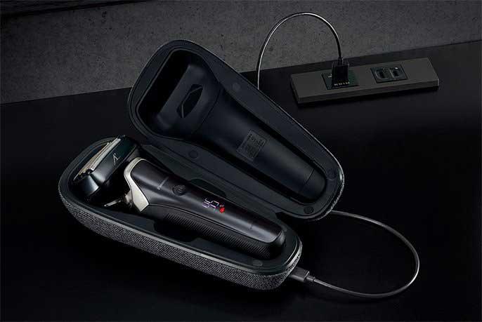 The Lamdash charging case.