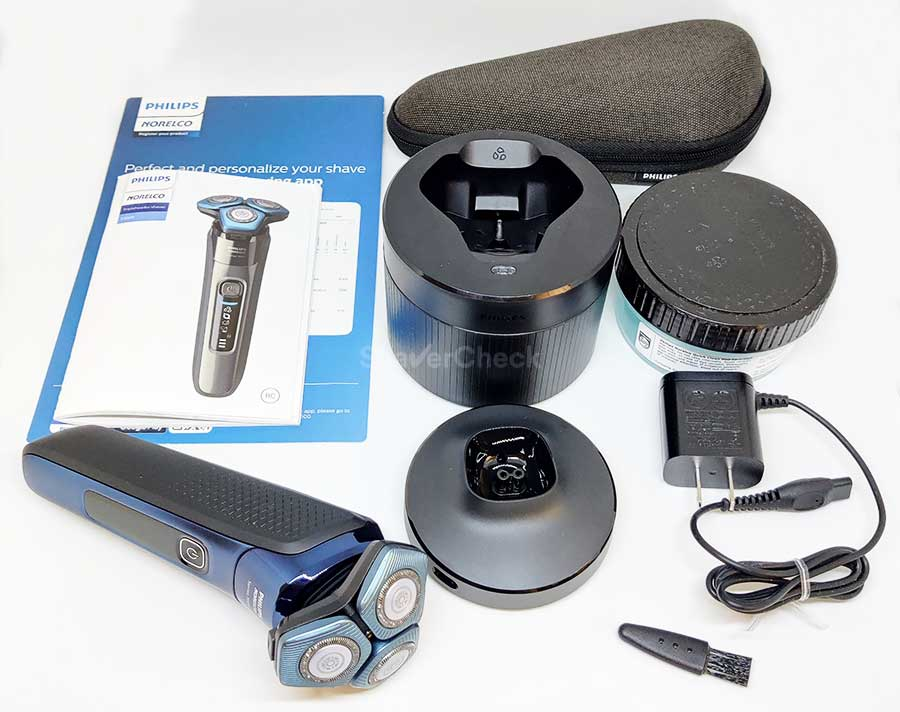 The accessories included with the Philips Norelco Shaver 7700 (S7782/85).